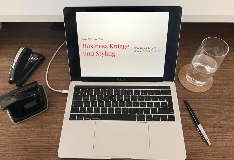 Laptop Schreibtisch Business Knigge Schulung Düsseldorf
