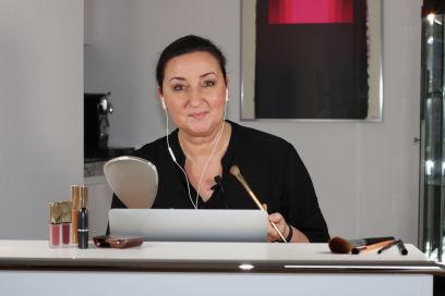 Foto Makeup Artist am Computer Online Kurs schminken lernen